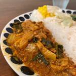 辛口飯屋 森元 - 左側が、ポークキーマベジカレー。お出汁の風味が強く、お野菜がたっぷり入った食べやすいキーマです(*´∇`)ノ