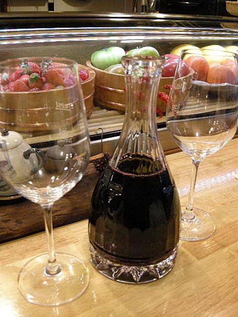 小食堂 みずき一丁目 - ワインはデカンタで