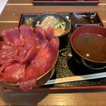 三重うまし国横丁 - 名物の「伊勢まぐろ丼」1500円