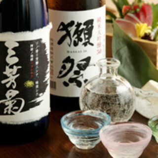 日本酒からワインまで豊富にお酒を取り揃えています。