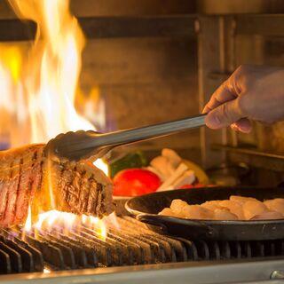 武藏窯で焼き上げた自慢のグリル料理など和洋中ブッフェを堪能!