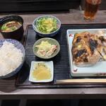 吾妻 - 焼き魚定食 鯛のカマの塩焼きを選びました!