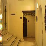 ラ・ヴィータ・エ・ベッラ - 右にレストランが・・・