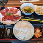 焼肉とんり - タン塩・赤身
