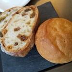 151222079 - オリーブのパン、イチジクのパン、ロール