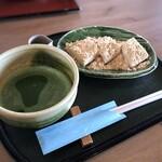 田園茶屋 いとわ - ◆わらび餅(440円)+お抹茶(220円)=660円。お江戸なら倍の価格はするかと。