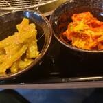 札幌ザンギ本舗 - フキ胡麻味噌とキムチ