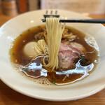 151235031 - 醤油らぁめん 麺リフト