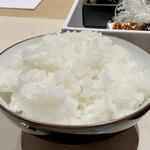 GINZA KUKI - お米は宮城県産のササニシキ、艶も甘みもあり炊き加減も丁度良く、とても美味しいご飯、お代わりできるのは嬉しいサービスです♪