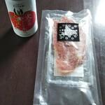 花の牧場 - 料理写真:トマトジュースとポークジャーキー