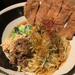 四川担々麺 赤い鯨 - パイコー汁無し担々麺