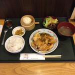 菜館Wong - 料理写真:週替わりランチ ピリ辛油淋鶏 ¥1000