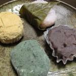 力餅食堂 - きなこ餅、さくら餅、あんころ餅、草餅(各105円)