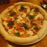 ジ・オークリーフ - バジルとトマトのピザ