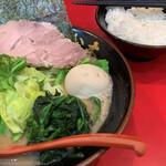 横浜ラーメン おか本 - 料理写真: