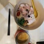 鶏と魚介らぁ麺komugi -