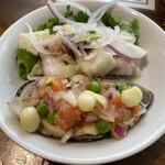 ペルー料理 ミラフローレス - フレッシュシーフードとレモンマリネとムール貝とアーリーレッドの白ワインビネガーマリネ