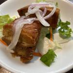 ペルー料理 ミラフローレス - 厚切り豚ロースのジューシー素揚げ