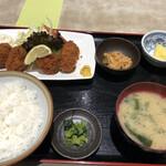 151304157 - カキフライ定食 810円