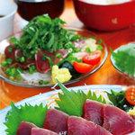 花風 - 『かつおづくし定食(1800円)税別』薬味たっぷりの鰹タタキか鰹刺身お選びいただけます。小鉢2品、ご飯、味噌汁付