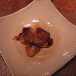 メゾン・ド・ヴァン鶉亭 - ハンガリー産ガチョウのフォアグラ 黄桃と白桃のフラン 白桃のソース