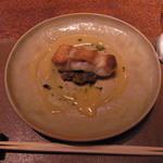 メゾン・ド・ヴァン鶉亭 - ポアソン 山口県産最高の赤甘鯛 鴨茄子のガレット シャブリとバターのソース