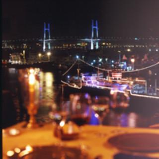 横浜港の夜景も最高!!ごゆっくりとお食事をお楽しみいただけます。