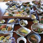 南風荘 - テーブルは料理でいっぱいに☆