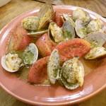 居酒屋 テイストワン - アサリとトマトのオリーブ炒め