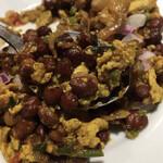 Nepal STATION - チャナアンダフライのアップ。カレー風味の豆と卵の炒め物