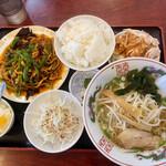 鑫旺 - 料理写真:豚肉の四川風炒め定食のスープを塩ラーメンに、揚げ物を棒々鶏に変更したもの