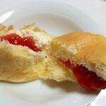 八天堂 - あまおう苺のくりーむパン