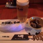 六兵衛 - 生ビール(500円)とお通しのバイ貝