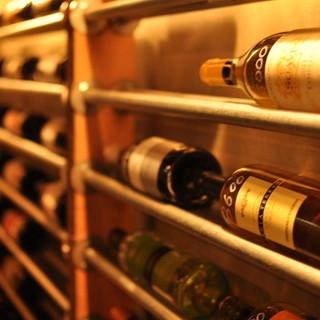 世界各国の豊富なワインがあるワインとビストロ【ミナミ酒場】