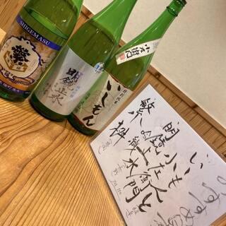 ワイングラスで香りを楽しむ◎こだわりの日本酒の数々