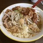 ラーメンイエロー - 並ラーメン(麺、ヤサイ少な目、アブラ、ニンニク)