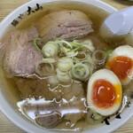 青竹手打ちラーメン 麺や 大山 - 料理写真:チャーシューめん+味玉  950円+120円