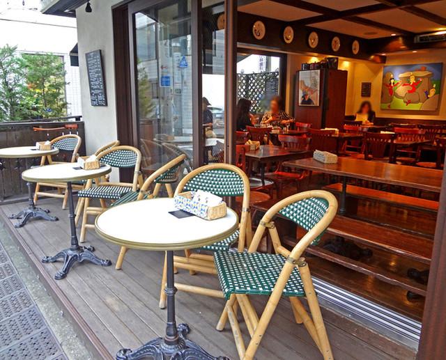 ブレッツカフェ クレープリー 表参道店 - 暖かい雰囲気