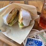 バニトイ ベーグル - チキンサラダサンド ¥460  ドリンクセット(紅茶) ¥220