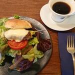 goffo - モーニング ※8744ベーグルサンド(チーズハンバーグ)セットドリンク、アメリカーノ ¥1540