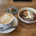 151370155 - スイーツセット!                       内川クレームブリュレとカフェ・ラテにマカロンをプラス
