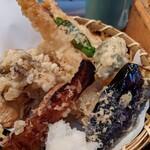 151378193 - 下仁田葱と海老天ぷら 麦とろごはん 小鉢 へぎそば