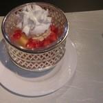 15138793 - 桃とバニラアイスにクリームチーズ風味エスプーマをのせて
