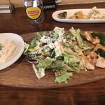 151381730 - ランチ・ハーブチキンとシーザーサラダ
