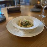 エル・バウ・デコラシオン - 牡蠣のショートパスタ。チーマ・ディ・ラーパ(cima di rapa)というイタリアの菜の花と。