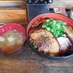 丼ぶり屋 幸丼 - ...「幸丼バラ(750円)」+「大盛り(ごはん+焼豚1枚)(150円)」、大盛=御飯がやけに多し~普通盛りがオススメ。。