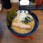 丸八商店 - 料理写真:豚骨醤油ラーメン