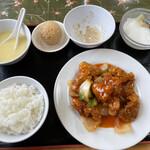 広東名菜 翡翠軒 - 酢豚定食