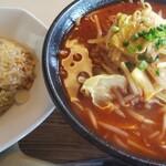 麺屋 長衛門 - 料理写真:辛味噌らーめん 炒飯セット(1,080円)