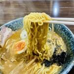 151403411 - 甘め、濃口の特製スープがよく絡む
